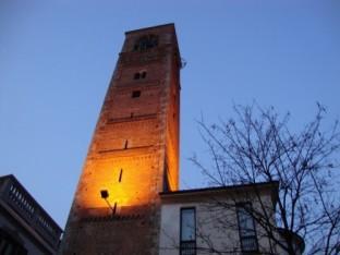 8- Nel centro storico di Seregno, provincia di Monza e Brianza, tra i monumenti da visitare c'è la Torre del Barbarossa.