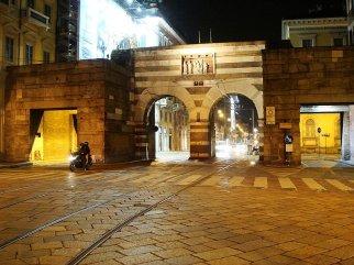 80 -Gli Archi di Porta Nuova, illuminati di notte