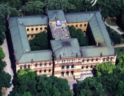 76 -Milano. Il Museo civico di storia naturale dall'alto all'nterno dei giardini.