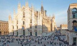 29 -Milano ,altra immagine sulla Piazza e Duomo.