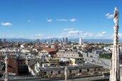 9 -Milano. Panorama dal tetto del duomo.