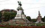 82 -Milano. Largo Cairoli, in pieno centro. il monumento a Giuseppe Garibaldi