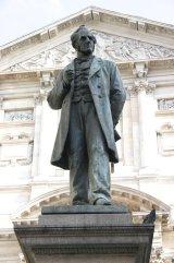 81 -Monumento ad Alessandro Manzoni in Piazza San Fedele a Milano