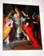 63 -Milano. Sant'Ambrogio che ferma Teodosio, dipinto di Camillo Procaccini conservato nella Basilica