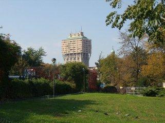 20 -Milano. Torre Velasca una delle opere più significative dell'architettura italiana del dopoguerra, realizzata dal gruppo BBPR