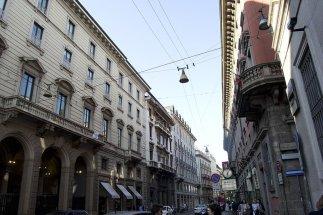 69 -Milano. Via Manzoni, prestigiosa via del quadrilatero della moda