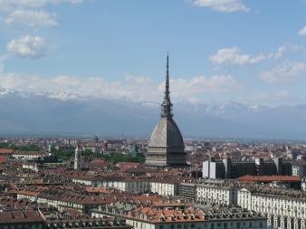 1- Torino- La Mole Antonelliana è il monumento simbolo della città di Torino. Situata nel centro storico, quasi a ridosso del quartiere Vanchiglia, essa prende il nome dall'architetto che la concepì, Alessandro Antonelli. Altezza:168m Destinazione: Museo