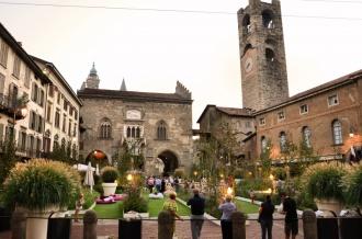 12- Bergamo-piazza vecchia-in fiore