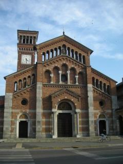 14 - Lodi -La chiesa di San Rocco in Borgo a Lodi è di recente costruzione, risale infatti ai del Novecento, progettata dall'architetto Arpesani.