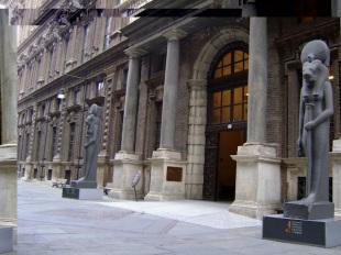 8 -Torino- Il Museo delle Antichità Egizie di Torino, meglio conosciuto semplicemente come Museo Egizio, è considerato, per il valore dei reperti, il più importante del mondo dopo quello del Cairo, nonché il più importante d'Italia e d'Europa seguito da quello di Firenze.