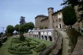 9 - Torino- Il Castello di Moncalieri un'antica casaforte medioevale, sorge a poca distanza da Torino sulle propaggini della collina di Moncalieri. Verso la fine del 1200 è di origine medievale (XI sec.). E' composto da quattro padiglioni angolari, e nel XVII secolo è stato poi trasformato in una reggia da Carlo da Castellamonte ed in seguito abbellito anche da Filippo Juvarra e Benedetto Alfieri. Come le altre residenze sabaude è circondato da un giardino all'inglese, è dal 1997 nella lista dei patrimoni dell'umanità dell'UNESCO.