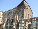 13/1 - Il Castello di Rivoli è stato una residenza sabauda, nel comune di Rivoli, in provincia di Torino .