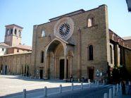 8- Lodi- La Chiesa di San Francesco di Lodi è uno degli edifici sacri più originali di Lodi. La facciata, infatti, è particolare in quanto ha due bifore a cielo aperto. L'edificio sacro fu innalzato nel 1280