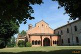 23 - Abbadia Cerreto deriva il suo nome dai cerri, alberi della famiglia delle querce comuni in quella zona, del Cerreto. Fondata nel 1084 da Alberico di Montecassino, l'Abbazia-I benedettini fondarono l'abbazia il 6 dicembre del 1084 per opera di Benno dei conti di Cassino Nel 1139 il monastero viene occupato dai Cistercensi Verso la fine del 1500 la Congregazione d'Italia la comunità andò riducendosi a 12-15 monaci tra sacerdoti e laici.
