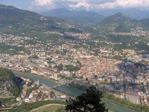 1 - Trento- Panorama-La città si trova infatti nella Valle del fiume Adige,