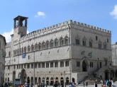 15- Perugia. Palazzo dei Priori, sede della galleria nazionale dell'Umbria. Lungo Corso Vannucci, agli ultimi piani del Palazzo dei Priori ha sede, dal 1878, la Galleria Nazionale dell'Umbria. La Galleria ospita uno dei patrimoni artistici più completi e ricchi di tutta la regione.