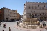 19- _Perugia. Fontana Maggiore. Al centro di Piazza IV Novembre sorge questa splendida Fontana, una delle più celebri d'Italia e simbolo della Perugia medievale. La Fontana Maggiore venne costruita tra il 1275 e il 1278, su disegno di Nicola e Giovanni Pisano, per ricevere le acque provenienti dall'Acquedotto del Monte Pacciano.