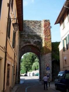 16 - Spoleto - Porta Monterone-