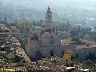 17 - Santa Chiara. La chiesa, realizzata in stile gotico