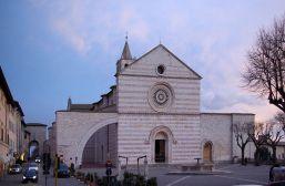 17,1 - Assisi_chiesa_di_santa_chiara