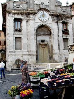 19-spoleto-antico-foro-romano-piazza-del-mercato-stata-fino-al-secolo-scorso-il-luogo-animato-della-città-dove-si-svolgevano-i-più -importanti-avvenimenti-pubblici.
