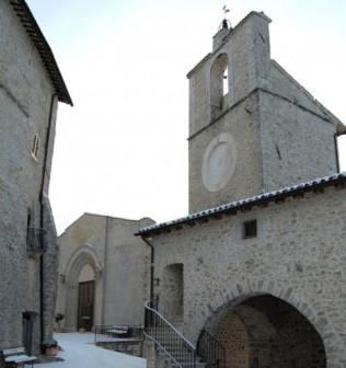 20-spoleto-la-chiesa-di-san-francesco--edificata-alla-fine-del-duecento-ampliando-un-preesistente-oratorio-benedettino-xii-secolo-ha-subc3acto-profonde-trasformazioni-