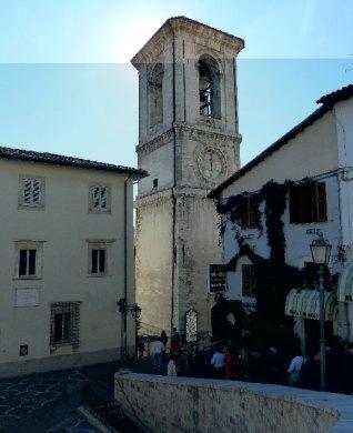 30 - La Torre Campanaria in via Santa Chiara