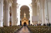 22.1- interno-basilica-di-santa-maria-degli-angeli-porziuncola