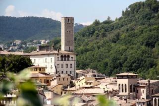 24 - torre-dellolio-spoleto-si-tratta-di-uno-dei-più efficaci-sistemi-difensivi-d_epoca-medievale-la-torre-conosciuta-poichè -dalla-sua-sommità-scendeva-olio-bollente.