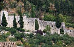 25 - Mura Urbiche Le mura segnano il confine del centro storico. Sono ben conservate – risalgono al XIII secolo – e consentono l'accesso alla città attraverso sei porte.
