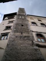 25-la-torre-dellolio-rappresenta-uno-dei-monumenti-più-caratteristici-della-città-di-spoleto-infatti--considerata-il-simbolo-della-città-la-sua-costruzione-risale-al-xiii-seco