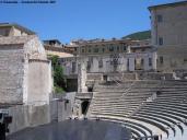 26-anfiteatro-romano-di-spoleto-le-sue-origini-risalgono-al-i-secolo-a-c-dopo-alcuni-secoli-di-decadenza-il-complesso-venne-riscoperto-sul-finire-dell_ottocento-