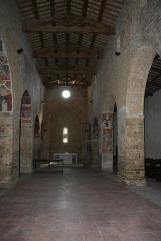 24 - Interno della chiesa di San Salvatore.