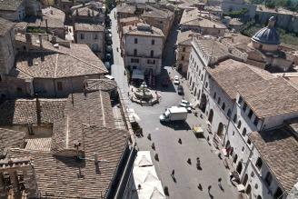 28 - Assisi foto aerea - Piazza del Comune