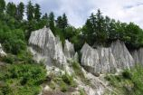 62 - Alte tra i 15 e i 30 metri, le piramidi di terra, in tedesco Rittner Erdpyramiden, sono delle colonne di materiale morenico risalente ai ghiacciai primordiali della Val d'Isarco,