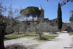 9 - A soli 6 chilometri da Foligno, incastonata in un paradisiaco territorio naturale, si trova l'Abbazia di Sassovivo, fondata nella seconda metà del secolo XI secolo dai monaci benedettini.