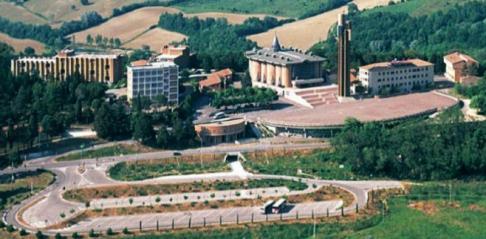 33 -Todi. Il S antuario di Collevalenza., panorama della piccola Lourdes . Collevalenza.