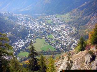 1 - Courmayeur - La perla della Valle d'Aosta vista salendo il rifugio Bertone