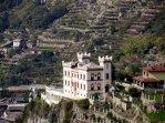 27 Castello Baraing è uno dei castelli della Valle d'Aosta, posto nel comune di Pont-Saint-Martin. L'inaugurazione ebbe luogo nel 1894. La moglie del proprietario, Delfina Bianco, benefattrice del paese, lasciò il castello per testamento al Comune di Pont-Saint-Martin, che lo ha destinato a sede della Comunità Montana Mont Rose.