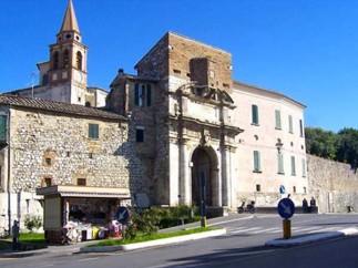 12 - Amelia- Porta romana lungo