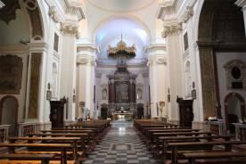 12 -Interno Basilica di San valentino- Presso la basilica fu rinvenuto anche il grande sarcofago con raffigurazioni del nuovo e del vecchio Testamento , ora conservate a palazzo Carrara.