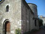 19- Terni-antica-chiesa-del-san-salvatore. Conosciuta come Tempio del Sole perché costruita su quello che si riteneva un luogo di culto romano (in realtà era un edificio termale), fu realizzata nell'VIII sec. e trasformata nell'XI e XII sec. All'interno nella cappella Manassei, si ammirano dipinti databili tra il '300 e il '500.