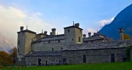 42 -Castello di Issogne. E' uno dei più famosi castelli della Valle d'Aosta. È situato nel capoluogo di Issogne, sulla destra idrografica della Dora Baltea,, e appare come una dimora signorile rinascimentale