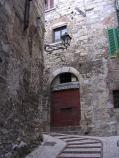33 - Ad Amelia, borgo medievale ben conservato dell'Italia centrale, la vita sembra scorrere con ritmi d'altri tempi. Il centro sorge su un'altura, ...