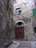 36 - Ad Amelia, borgo medievale ben conservato dell'Italia centrale, la vita sembra scorrere con ritmi d'altri tempi.