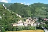 33 - A pochi km da Terni-Ferentillo - Panorama-L'imponente presenza delle due rocche che fin dal 1100 dominano il paese serviva come baluardo per la difesa della vicina Abbazia di San Pietro in Valle edificata nel 7