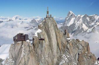 37 - vista su Chamonix mentre si va all'attacco della Valleè Blanche (foto di Drey)