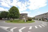 80 - Ancora oggi nel centro storico cittadino sono visitabili alcuni monumenti romani come l'Arco di Augusto, il Teatro Romano