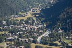10 - La Valle di Gressoney detta anche Valle del Lys, prende il nome dal torrente Lys, oppure dal centro principale di Gressoney St. Jean. È caratterizzata dalla presenza di una forte tradizione Walser Salendo la Valle d'Aosta la Val di Gressoney è la prima che si incontra sulla destra.