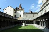 98 - Aosta- Collegiata -Il complesso monumentale sorge sul sito di un'antichissima necropoli extraurbana, sopra la quale, già a partire dal V sec. vennero edificate l'attuale chiesa e quella dedicata a San Lorenzo